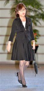 稲田朋美の網タイツ画像!匂いや破れは大丈夫?