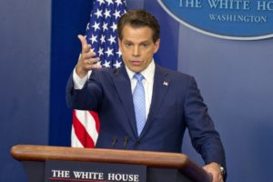 スカラムッチがホワイトハウス広報部長スパイサー辞任理由