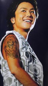 成田凌の左手タトゥーは本物!?赤髪のモヒカン?刺青がある芸能人は?